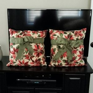 Christmas Accent Pillows 2